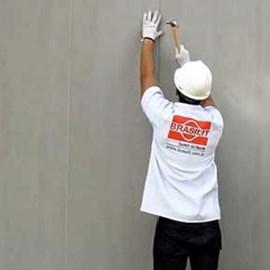 Placa cimentícia Brasilit tapume 4mm x 1,20m x 2,40m